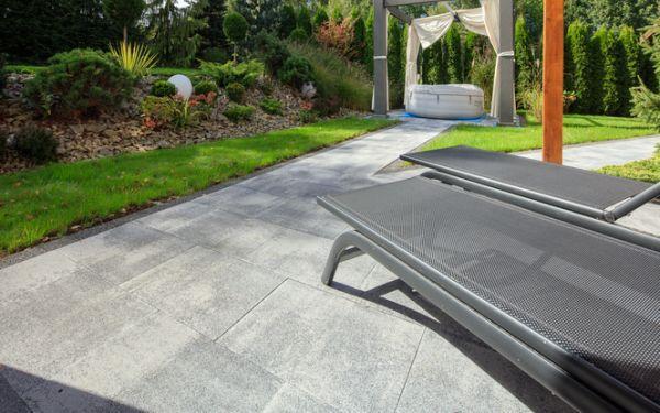Duże płyty betonowe na ścieżki i tarasy