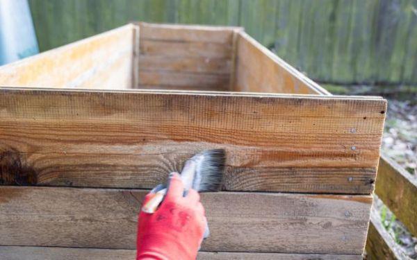 Dlaczego drewno niszczeje? Czynniki degradacji drewna na zewnątrz domu
